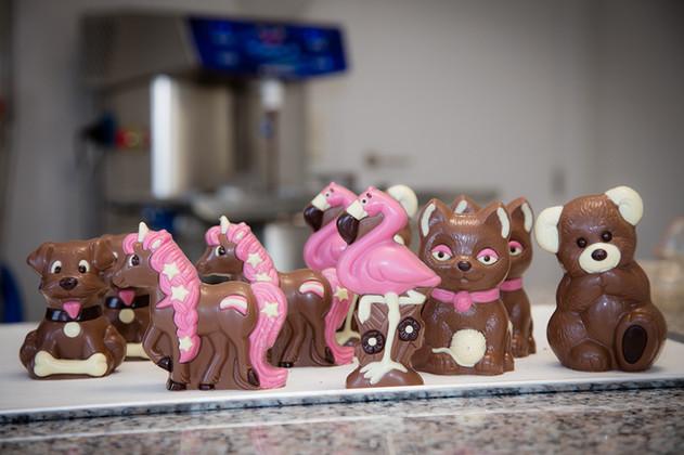 Chocolate figures _ © Chocolates & Happi