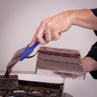 Detail making chocolate bars _ © Chocola