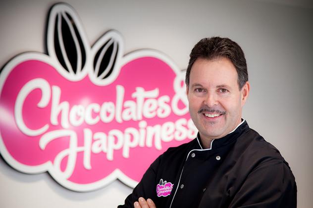 Gino in kitchen Atelier _ © Chocolates &