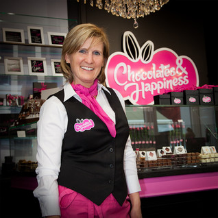 Sofie in boutique _ © Chocolates & Happi