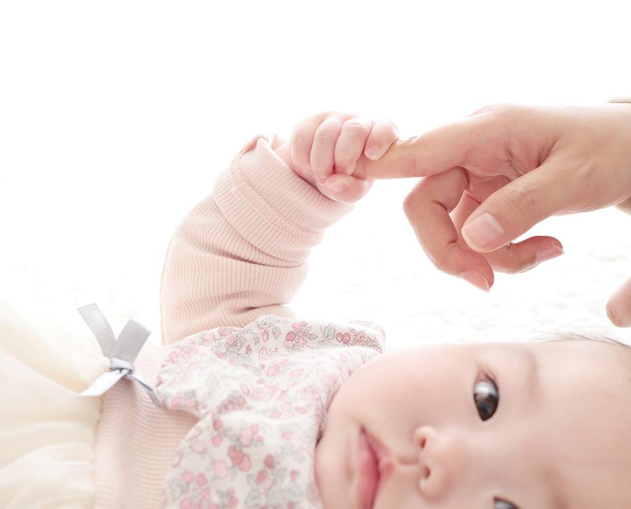 1歳誕生日記念,ハーフバースデーの赤ちゃん写真