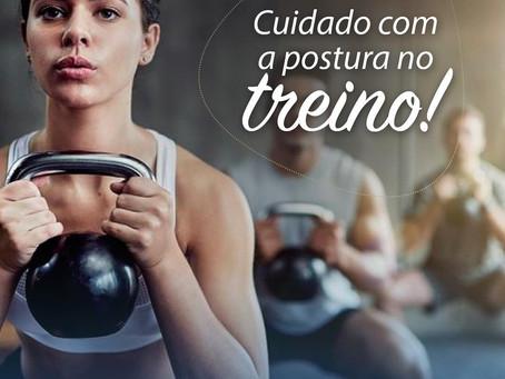 CUIDADO COM A POSTURA NO TREINO!