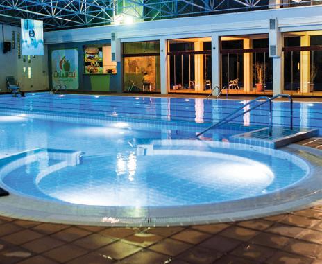 مارس السباحة إلى جانب تدريبك الرياضي لحرق دهون الجسم