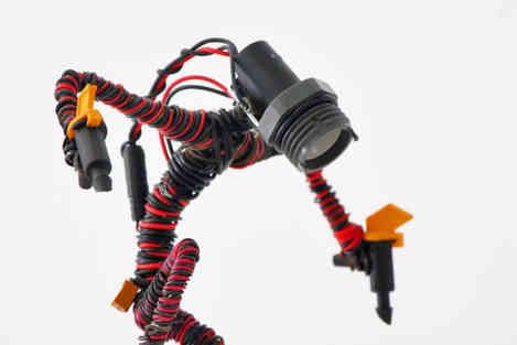 Bigun: personnage de science fiction en câbles recyclés