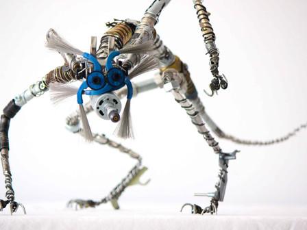 Sculpture d'un renard de métal en pièces de récupération