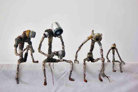 Famille de robots en métal de récupuration