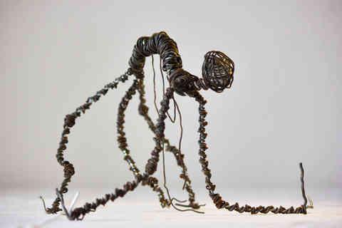 Révulsion: créature torturée en fil de fer rouillé
