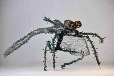 Diptera: insecte ailé en matériaux de récupération