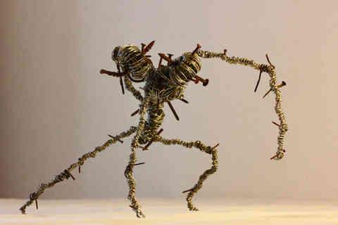 Bicéphale: sculpture en fils de fer et clou recyclés