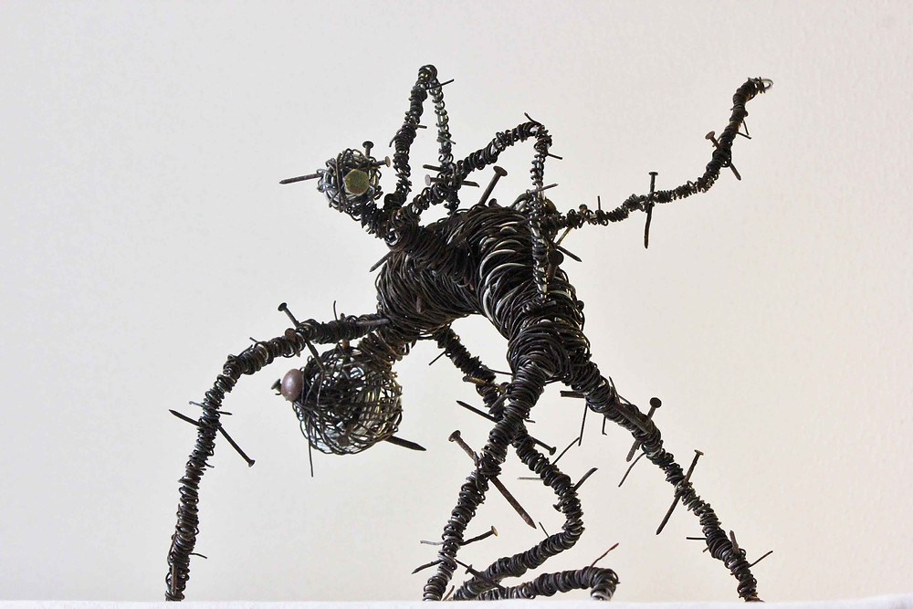 Sculpture dark art récup en fils de fer et clous rouillés par Vortex