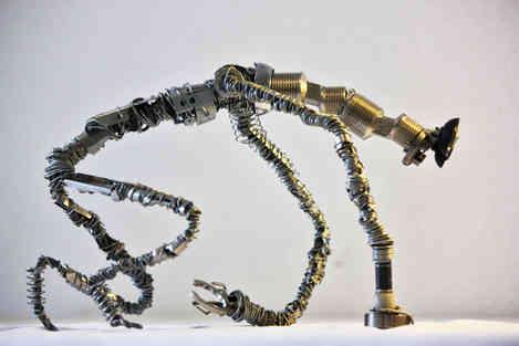 Sculpture en métaux de récupération de la créature Folivore
