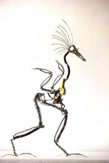 Gallinacé: oiseau en récup via l'assemblage de métaux recyclés