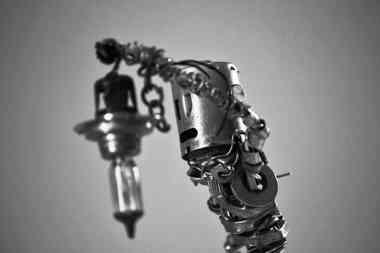 L'évadé: sculpture d'un robot via l'aasemblage de métaux de récupération