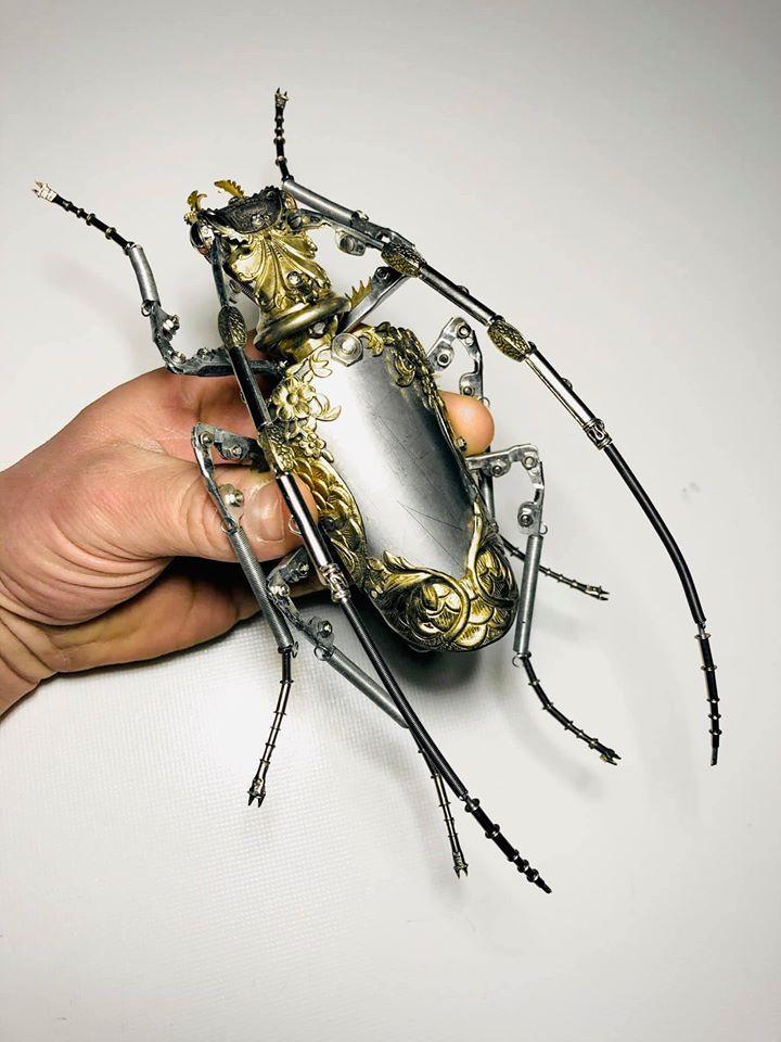 Sculpture d'un insecte de métal