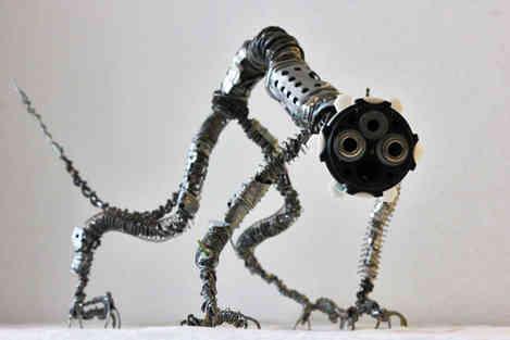 Identify: créature recyclées à partir de pièces de métal de récup