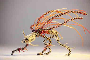 Daenémone: créature en fil de fer et câbles de récup