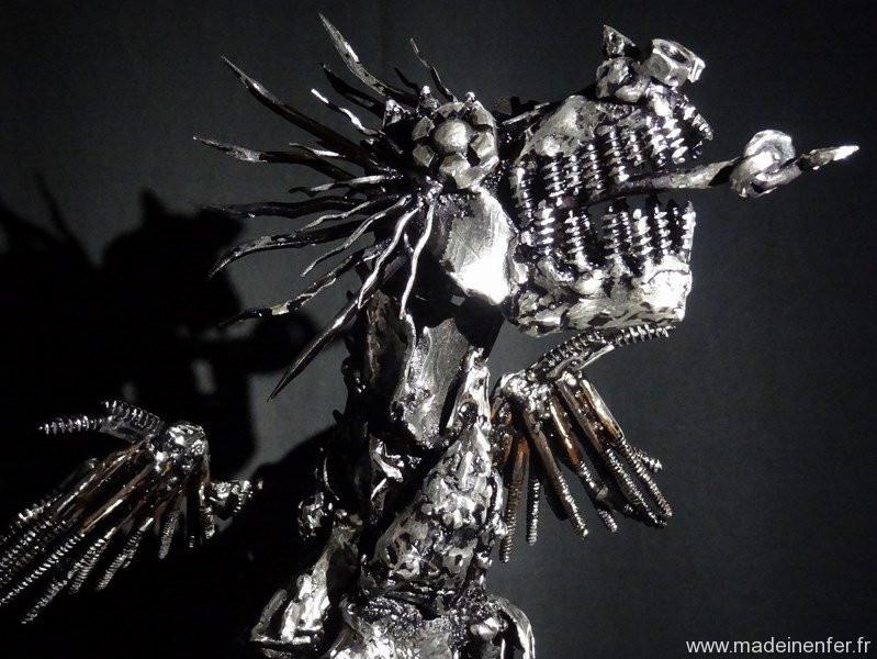 """Sculpture de """"Dragon Fou"""" en métal de récup par Pascal FRIEH"""