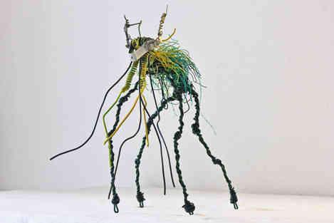 Sculpture d'un Esprit des Forêts en fil de fer et câbles recyclés