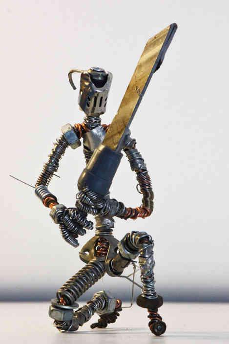Fidèle: chevalier en métal recyclé