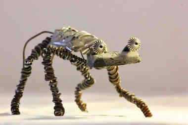 Gymnos: créature étrange en récup