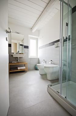Bathroom, Camera CINQUE