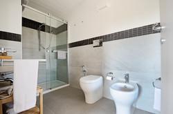 Bathroom, Camera DUE
