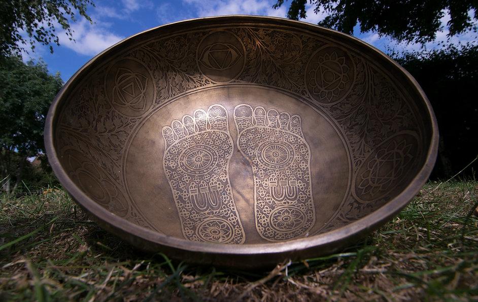 feet chakras solar bowl nl.jpg