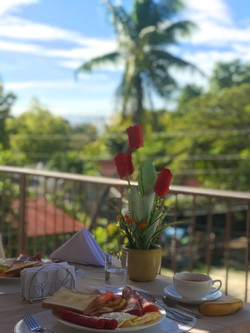 Luna Breakfast 1 - Tommie Travels