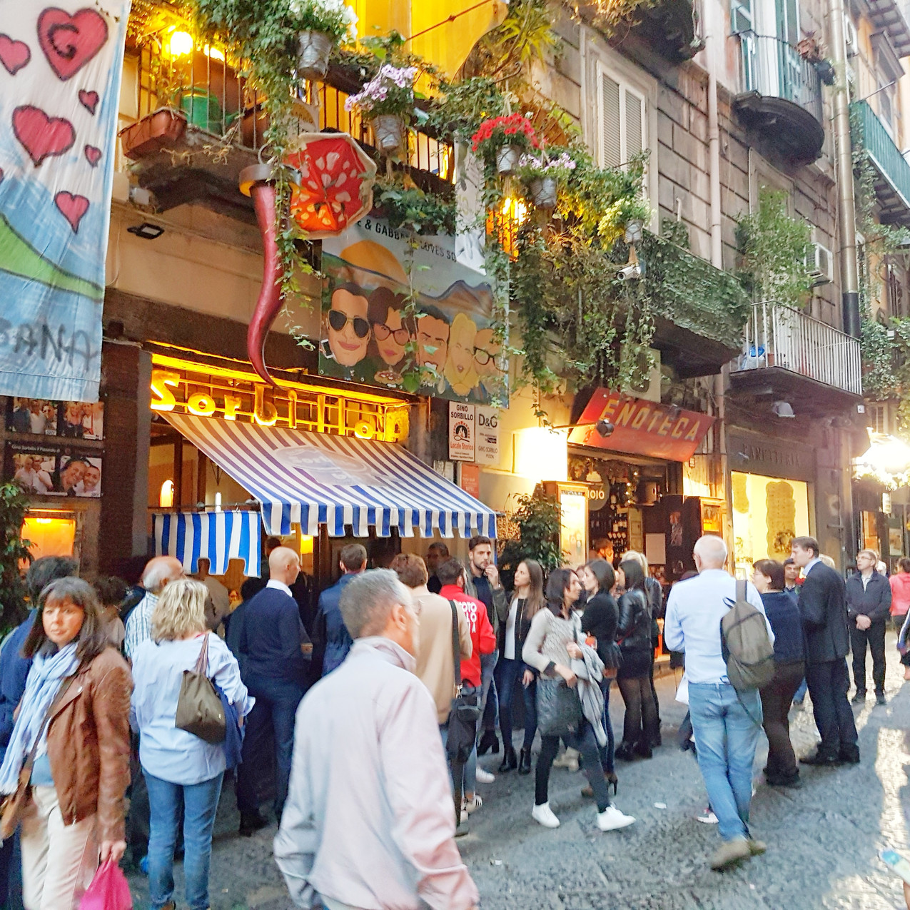 Famous pizza restaurant in Napoli.