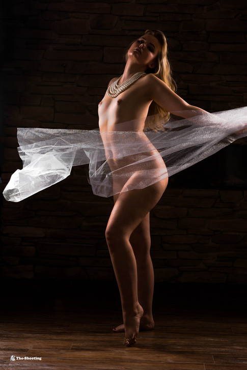 Model: Laura Estelle