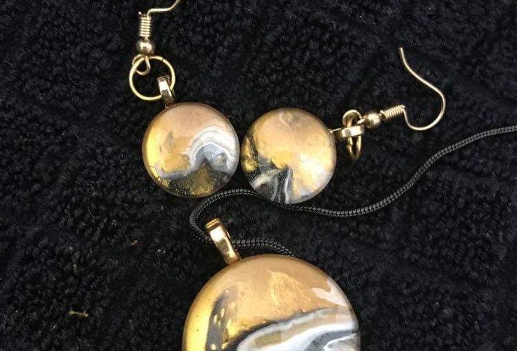 Glass Gold and Black Pendant Set
