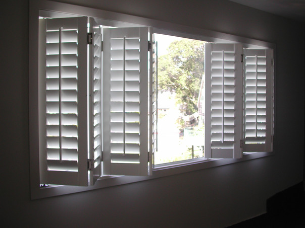 BEDROOM BI-FOLD SHUTTER WINDOW