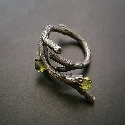 Dryad  Twig ring/ Peridot