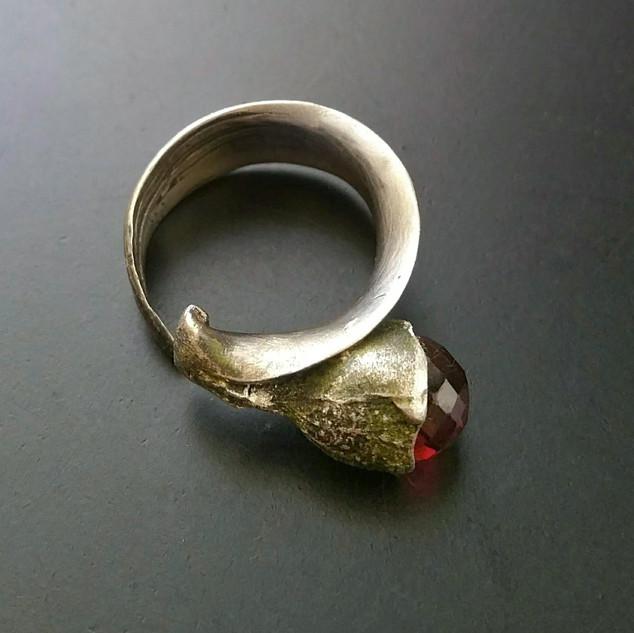 Eucalyptus Ring/Red Spinel