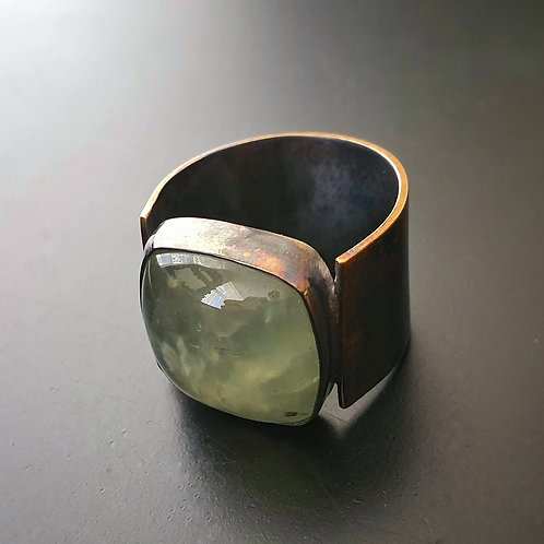 Green Embraced Ring/ Prehnit