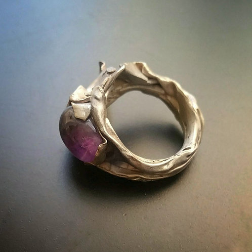 Bareelements «Wrapped» amethyst ring/light