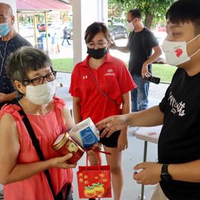 Distribution of #BlessinginABag @ Hougang