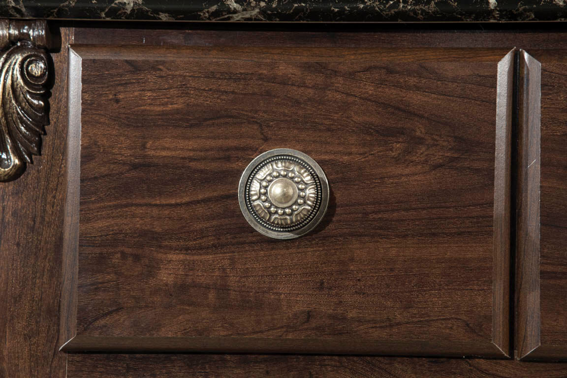 40698 Classic Beaded Knob with 49277 Medallion