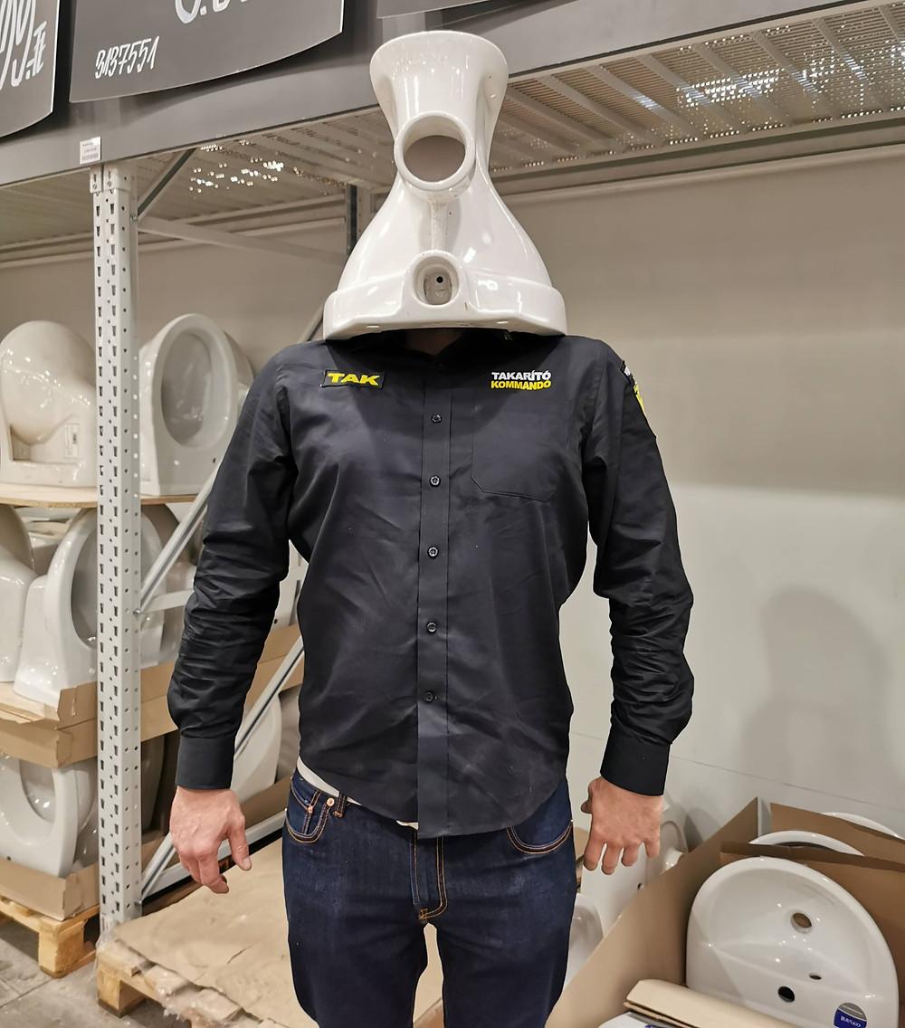 WC csésze fej kapitány tanítja az embereket WC takarításra