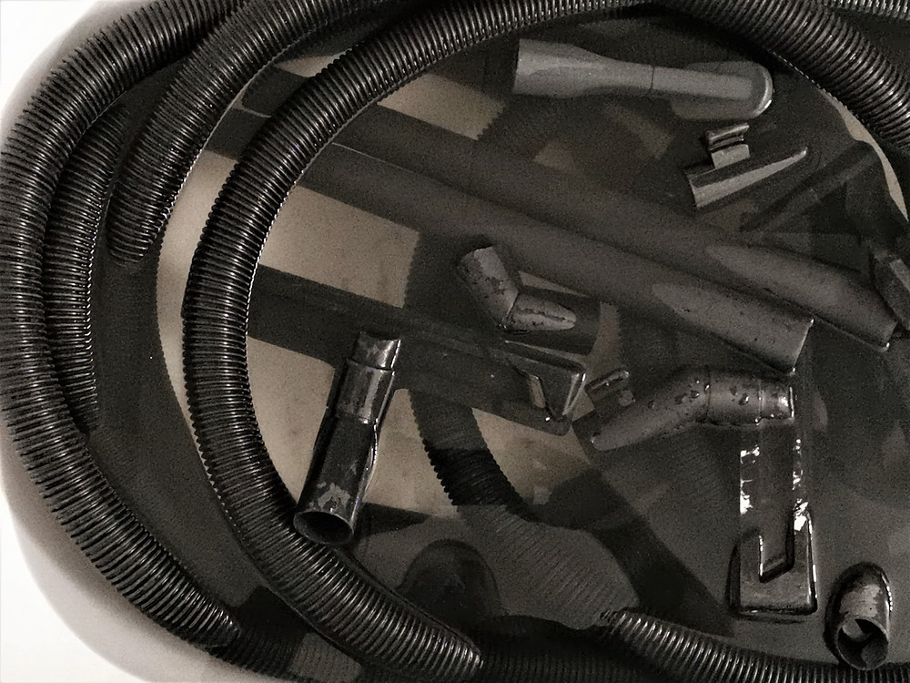porszívó csövek (flexibilis cső vagy más néven gégecső) és padló fejek és egyéb kefék áztató tisztítása