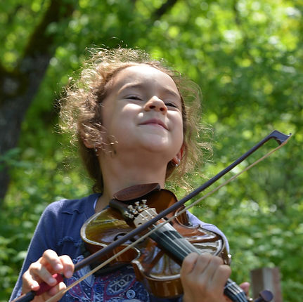 confident-fiddle-student-playing-socially