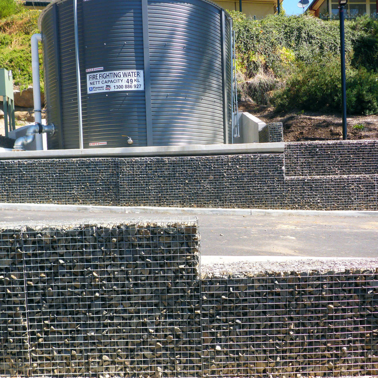 Rockweld stepped retaining walls