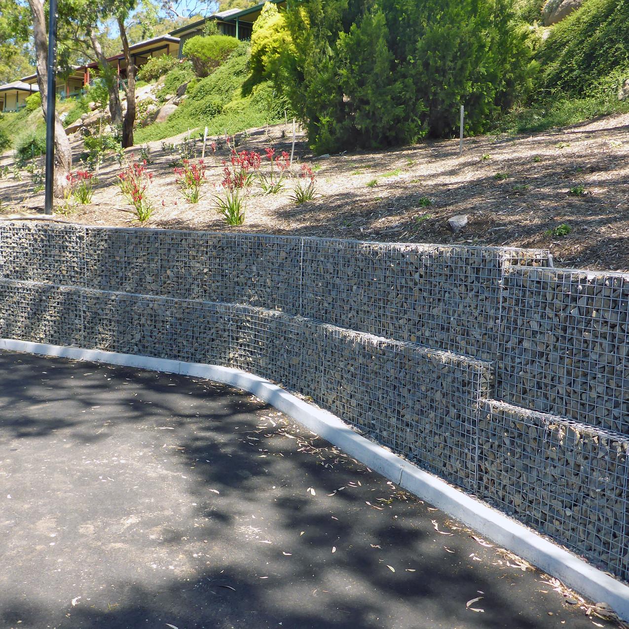 Rockweld curving Gabion walls