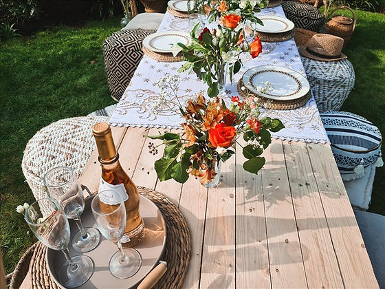 Low lying picnic pallet table