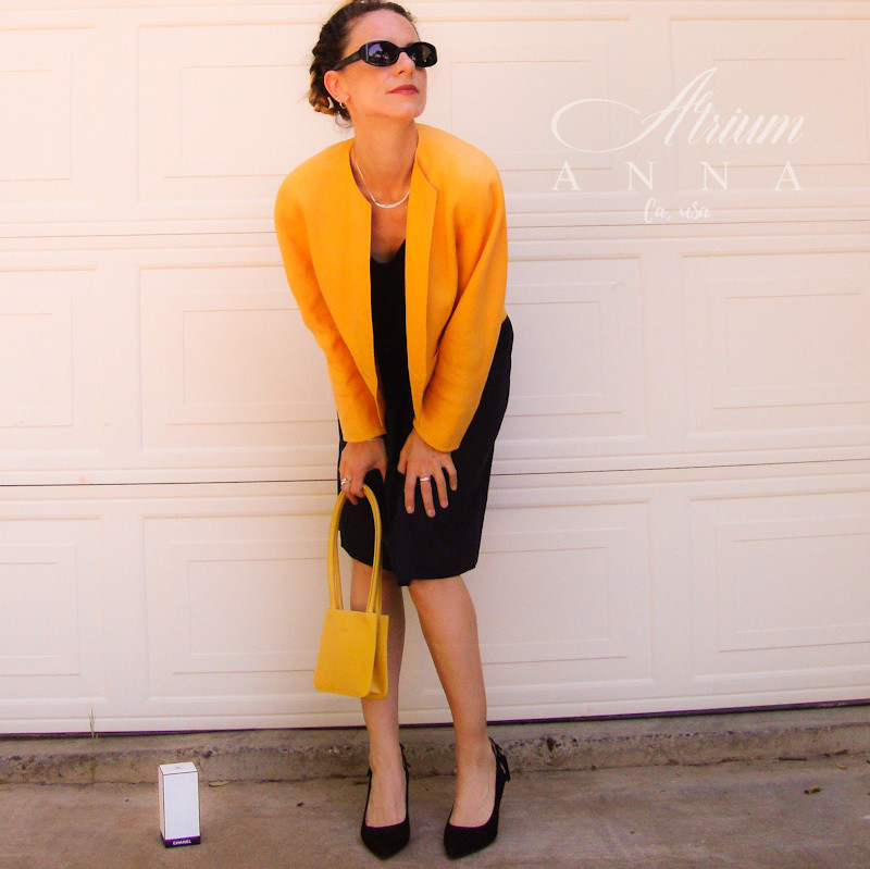 What you want to avoid in 2019 is all black. This is a good alternative on what you can do with your favorite and trusted black outfit. Don't be afraid of colors this Season even if you are not a colorista:).  Anna wears: MaxMara vintage yellow linen blazer; Nordstrom black silk sleeveless top; Gucci black pencil skirt; Nine West black suede heels; Furla yellow mini leather purse.