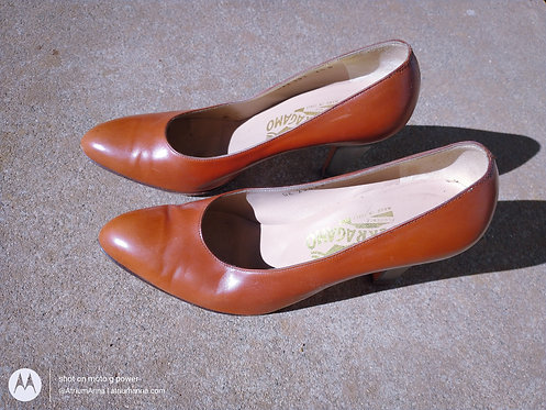 Salvatore Ferragamo Vintage Brown Leather Classic Pumps 7.5B