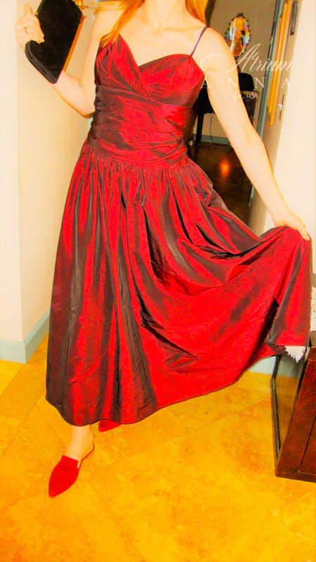 For a big event, choose a wine colored sleeveless gown. We combined it with a Franco Sarto red wine suede flat mules and a vintage clutch. Shop her look: ABS red wine evening gown (available in the store); Franco Sarto suede mules; Black vintage clutch