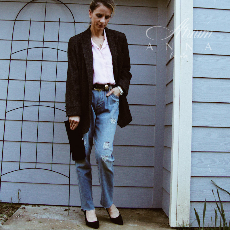 One of my favorite look from the lookbook: an elegant but casual look for a busy working woman. Your favorite jeans with Ralph Lauren wool blazer, Zara pink button downs, combined with a Roccobarocco big belt from the 90s, a black vintage clutch, and Nine West black suede high heels.