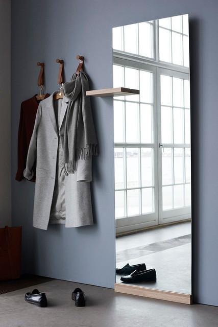SHIFT peegel Bolia´lt on saadaval nii riiuliga kui nagidega.