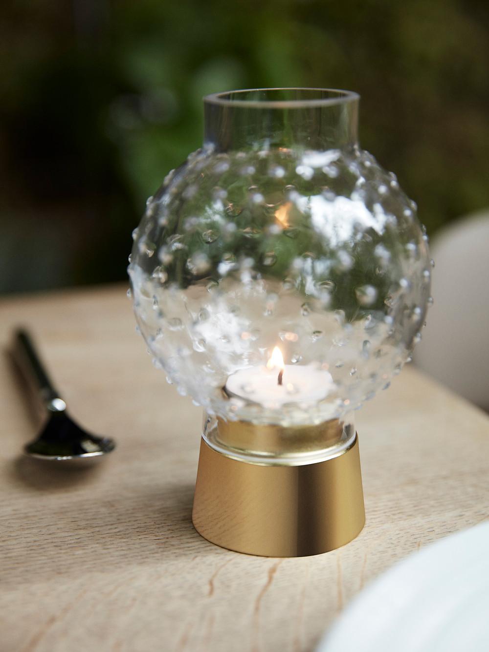 Fairy Lights küünlahoidja meenutab jääskulptuure luksushotellide söögisaalidest.